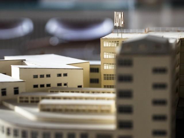 Modell över Lumafabriken i Södra Hammarbyhamnen, Stockholm. Byggnaden är en glödlampefabrik uppförd av Kooperativa Förbundet 1929–1930. Foto: Viktoria Garvare / ArkDes