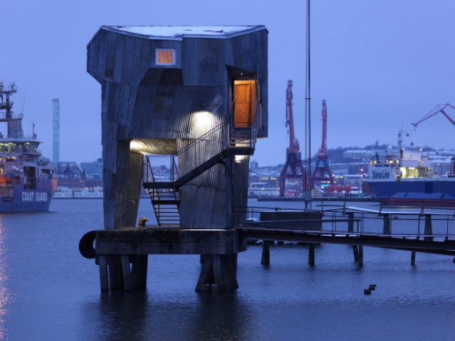 Sauna made from recycled material. The mooring facility in the Port of Gothenburg is an unutilised resource. As part of a greater vision, Raumlaborberlin wants to design a bathing culture in Gothenburg with a sauna built at the mooring facility in the port. The sauna is designed and built using a high proportion of recycled material. Photo: Jonathan Fernström.