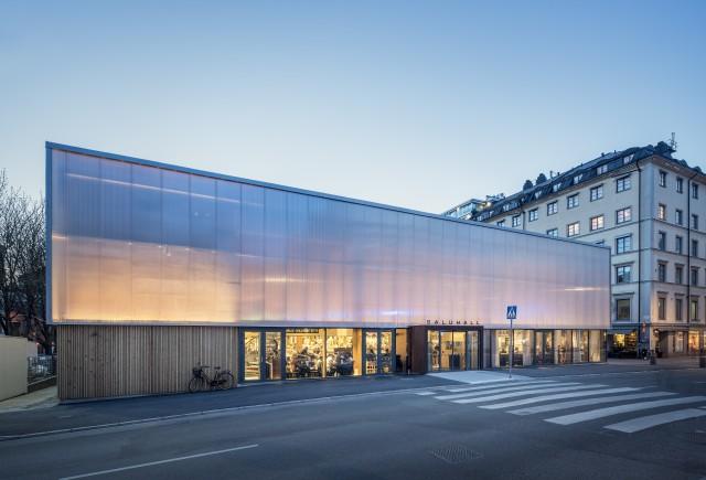 Vinnare i kategori arkitektur: Tillfällig saluhall på Östermalmstorg. Uppdragsgivare: Stockholms Stad, Fastighetskontoret. Arkitektkontor: Tengbom