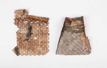 It's Now or Näver undersöker sätt att applicera ett textilt tänkande på björknäver. Genom laserskärning har nävret manipulerats till kvaliteter som konventionellt förknippas som textila. Näver har använts av människan i tusentals år. Emma Dahlqvist. En del av Ung Svensk Form. Foto: Andreas Larsson