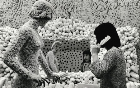 Kusama with Macaroni Girl. Dressing Table and Infinity Net Painting, ca. 1964 © Yayoi Kusama Courtesy of Ota Fine Arts, Tokyo/Singapore, Victoria Miro Gallery, London, David Zwirner, New York