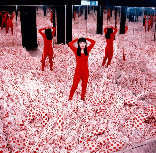 Installation view, Yayoi Kusama in Narcissus Garden at the Venice Biennial, Italy, 1966 © Yayoi Kusama. Courtesy of Ota Fine Arts, Tokyo/Singapore, Victoria Miro Gallery, London, David Zwirner, New York.