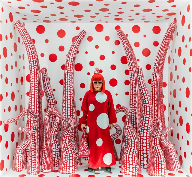 Yayoi Kusama, Louis Vuitton shop window display with Tentacles, 2012/2015 © Yayoi Kusama/Louis Vuitton. Courtesy of Ota Fine Arts, Tokyo/Singapore, Henie Onstad Kunstsenter, Oslo, Victoria Miro Gallery, London and David Zwirner, New York. Photo: Vegard Kleven/HOK