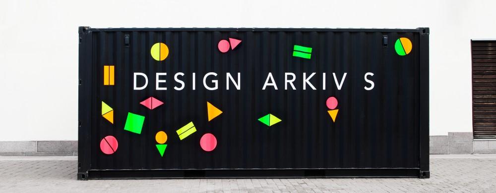 En svart container med texten Design Arkiv S
