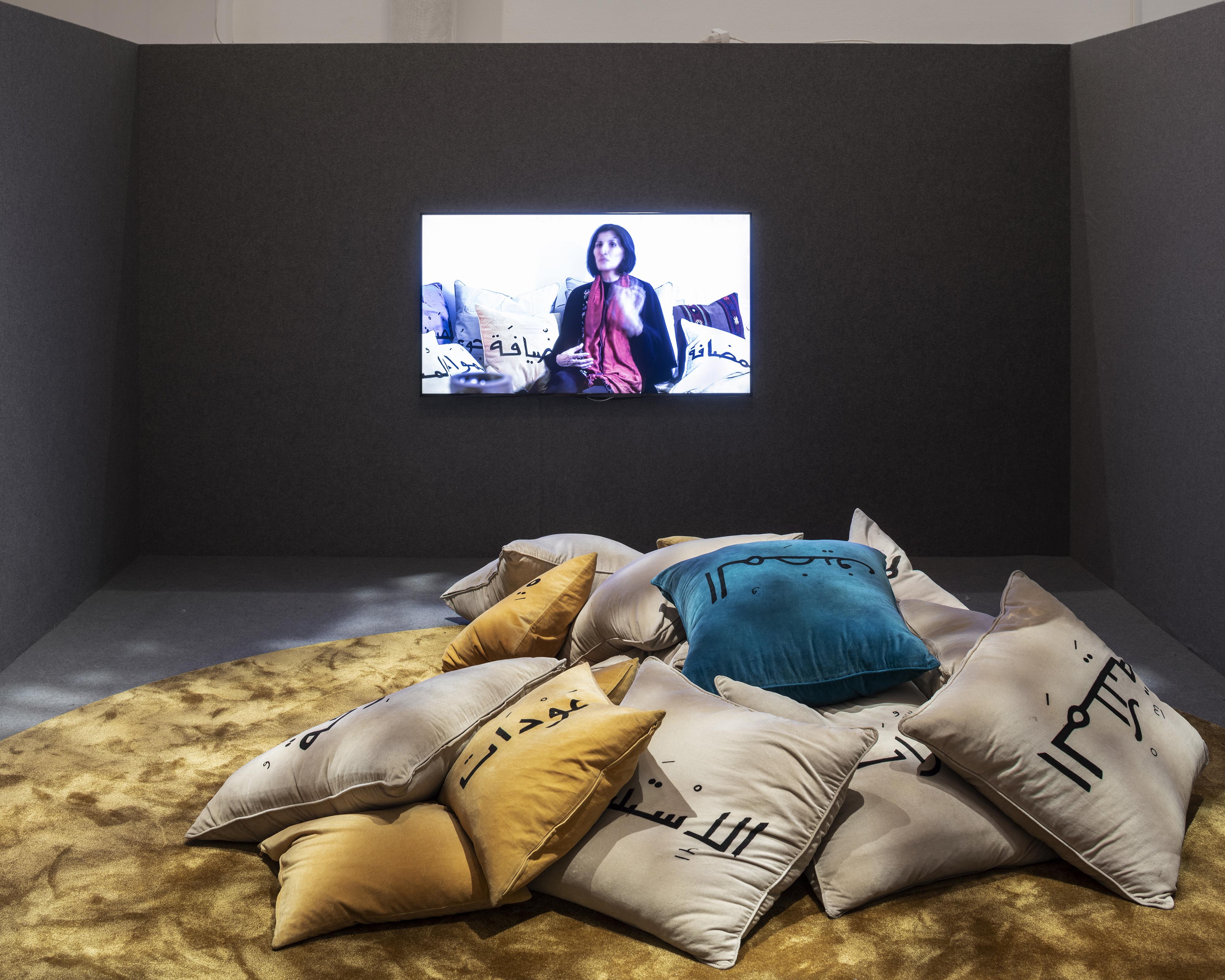 Utställningen Public Luxury. Al-madafeh: ett vardagsrum för värdskap.