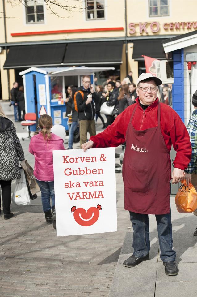 Ful, hotad, älskad. Korvkiosker och glasskiosker har blivit fokus för intensiva debatter i många svenska städer.  På bilden Helmer Holm. Foto: Johannes Samuelsson.