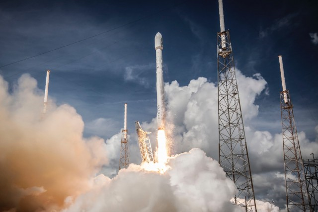 SpaceX Falcon 9. The first reusable rocket. 2011. Photo: Nasa.