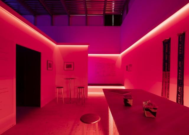 Baren. 'Cruising Pavilion: Arkitektur, gaysex och cruisingkultur' i Boxen på ArkDes. Foto: Johan Dehlin