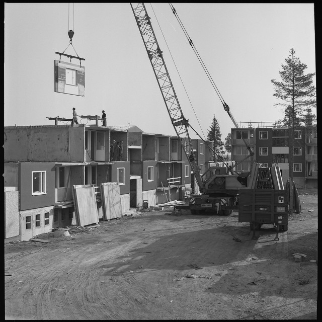 Sune Sundahl, photo, Installation of large-concrete panels in residential buildings, 1967–1968 ArkDes Collections